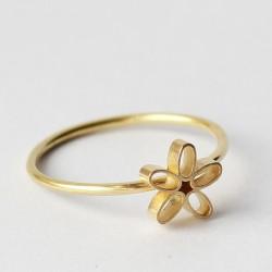 Guldring med guldblomst