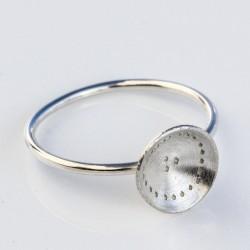 Ring med skål i sølv